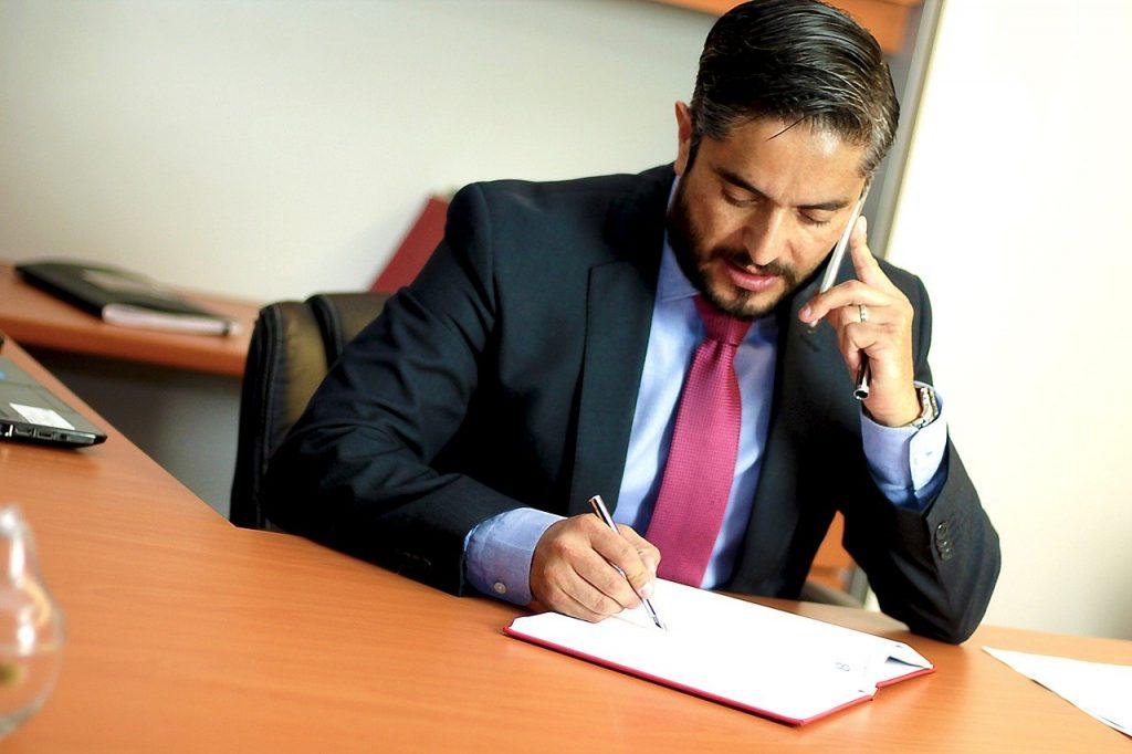 עורך דין בטלפון
