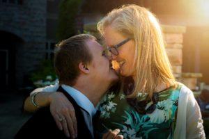 אמא ובן עם צרכים מיוחדים בתמונה מרגשת תמונה להמחשה