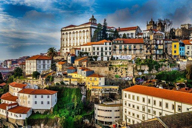 X דברים שאפשר לעשות עם דרכון פורטוגלי